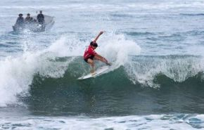 Nikita Robb cuts back powerfully on her way to victory in her Round 1 heat at the 2011 Billabong ISA World Surfing Games in Panama on Sunday