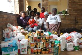 The big donation of food seen at6 the Sea Vista HCommunity Hall this morning after pastor Andrew Vena collected the food and clothing donations from St Francis Bay Rotary Club last night. The women are volunteer chefs from Sea Vista who are cooking meals for the homeless.