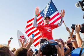 Kelly Slater (USA), 39, clinches a historic 11th ASP World Title in Ocean Beach.  Credit: © ASP / SCHOLTZ