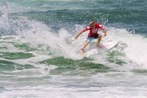 Beyrick de Vries (Umhlanga) shows the form that saw him win his Round 1 heat in the Billabong ASP World Junior Championships and advance directly to Round 3 at Burleigh heads, Queensland, Australia on Saturday. Credit: ASP / Kirstin