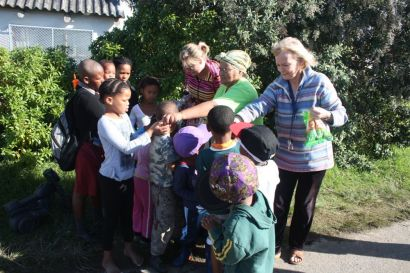 madiba dy handing out sweets at safe house 001