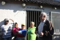 madiba dy handing out sweets at safe house 011
