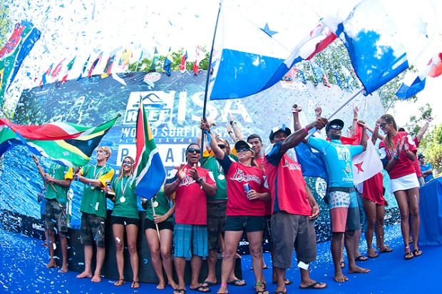 Team Panama and South Africa at the Closing Ceremony. Photo: ISA/ Rommel Gonzales