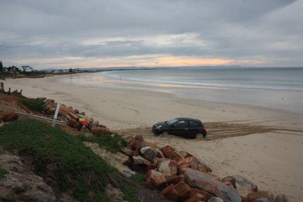 wedding and car on beach 010