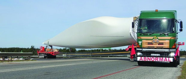 Transportation of a wind turbine . Photo: Jeffreys Bay Wind Farm