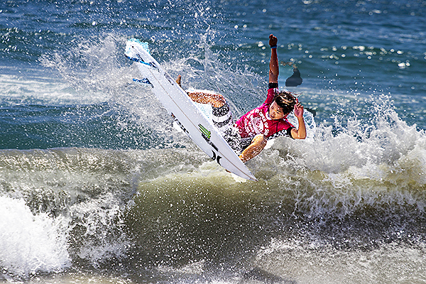 444c27b46c French and Japanese surfers win Vans World Surfing event