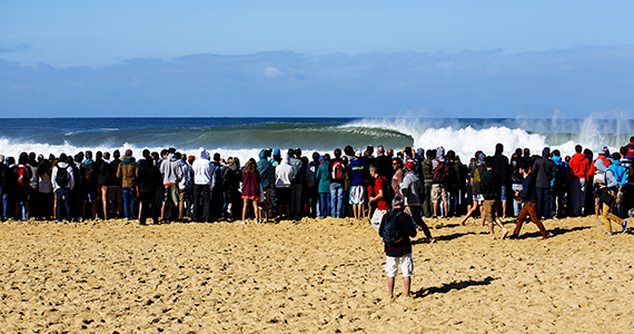 Excitement mounts om the beachbefore the start of the Quiksilver and Roxy Pro France, which gets underway tomorrow. Image: WSL / Kirstin Scholtz